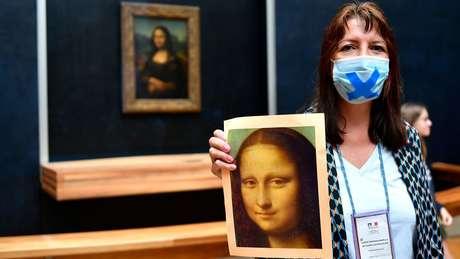 Mona Lisa é a obra mais visitada no Museu do Louvre, em Paris
