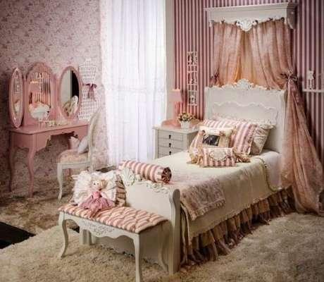 48. Quarto de princesa com penteadeira rosa. Fonte: Pinterest