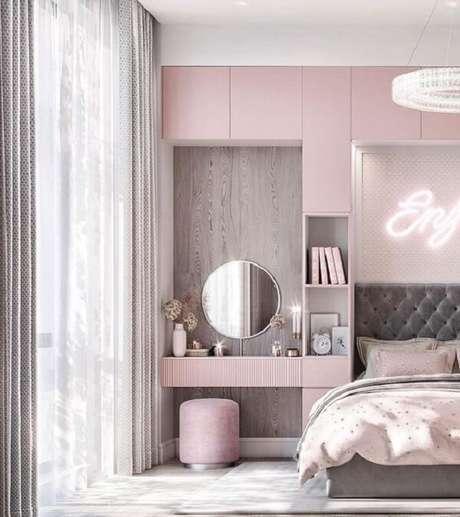 8. Penteadeira suspensa rosa com design planejado. Fonte: Pinterest