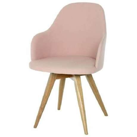 16. Cadeira para penteadeira rosa com design moderno e pés de madeira. Fonte: Pinterest