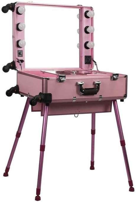 27. Modelo de penteadeira rosa camarim pequena estilo maleta. Fonte: Pinterest