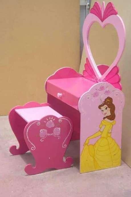 13. As crianças adoram a penteadeira rosa infantil das princesas. Fonte: Pinterest