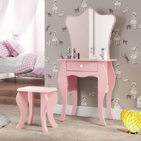 30. Modelo simples de penteadeira rosa com espelho. Fonte: Pinterest