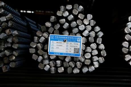 Vergalhões de aço em Fenyang, China  28/04/2016 REUTERS/John Ruwitch