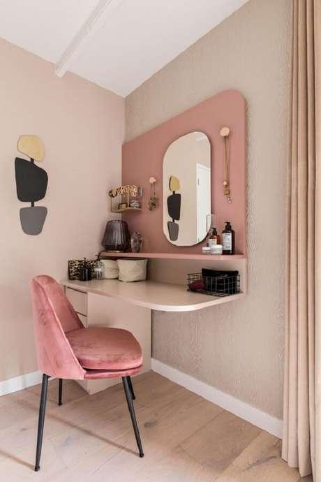 4. Penteadeira suspensa rosa e branca otimiza espaço no dormitório. Fonte: Karwei