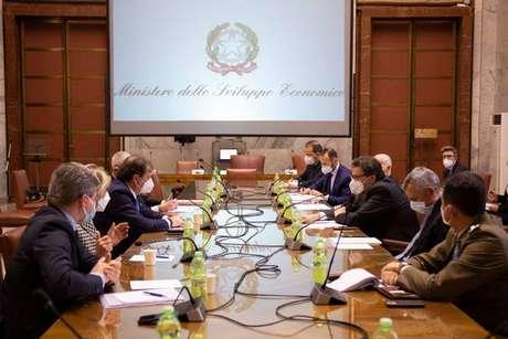 Reunião no Ministério do Desenvolvimento Econômico sobre produção de vacinas na Itália