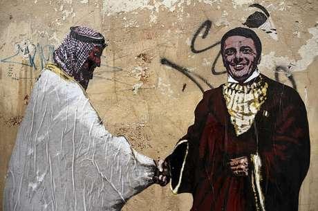 Mural em Roma ironiza proximidade entre Mohammed bin Salman e Matteo Renzi