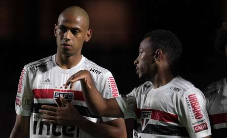São Paulo voltou a jogar com três zagueiros (Foto: Rubens Chiri / saopaulofc)