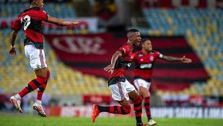 Max comemora o gol marcado pelo Flamengo na estreia do Campeonato Carioca (Foto: Maarcelo Cortes / Flamengo)