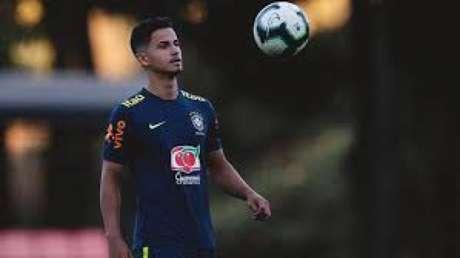 Hélio Júnior tem passagens por seleções de base e está próximo de se tornar jogador comunitário na Europa-(CBF/Divulgação)
