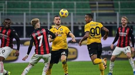 Milan teve dificuldades de criação contra a Udinese (MIGUEL MEDINA / AFP)