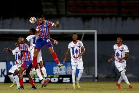 Atentos aos lances, zagueiros do Unirb anularam poder ofensivo do adversário (Foto: Felipe Oliveira / EC Bahia)