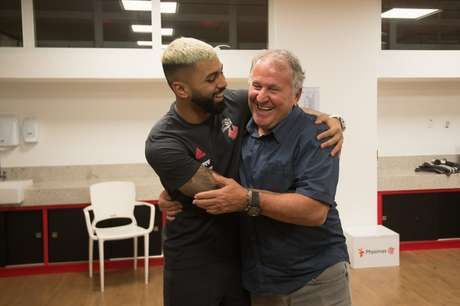 O atacante Gabriel Barbosa e o ídolo Zico, no Ninho do Urubu, em 2019 (Foto: Alexandre Vidal/Flamengo)