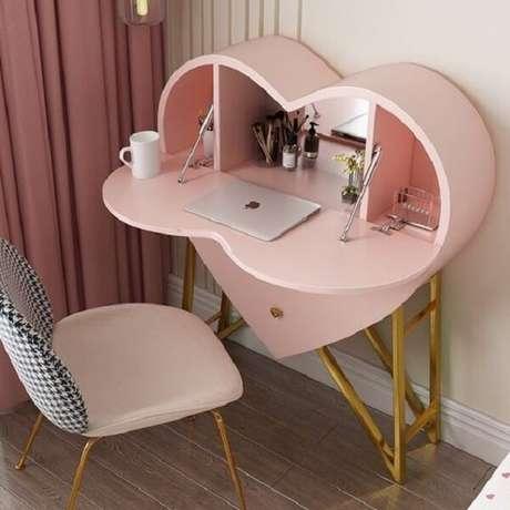 43. Penteadeira rosa engenhosa com formato de coração. Fonte: Pinterest