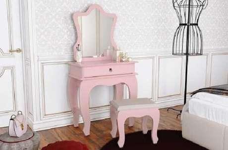 41. Penteadeira rosa com espelho e gaveta. Fonte: JB Bechara