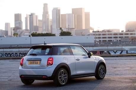 Disponível nas versões Exclusive e Top, Mini Cooper SE já está em pré-venda no Brasil.