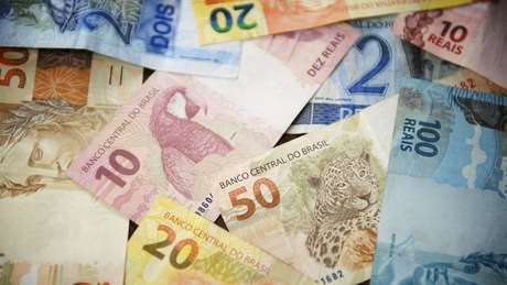 Expectativa é que auxílio emergencial volte com valor de R$ 150 a R$ 375