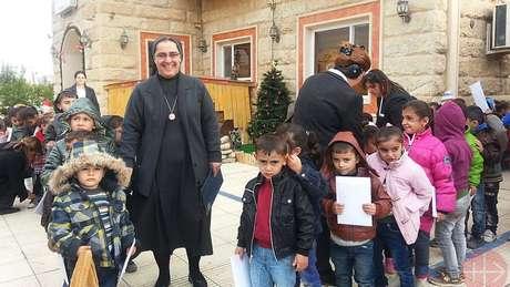 O convento da irmã Sanaa Hana, em Mossul, foi destruído pelo Estado Islâmico. Na foto, ela aparece em Erbil na casa da congregação onde encontrou refúgio