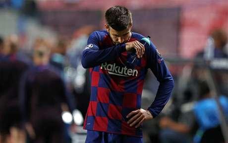 Piqué é baixa por tempo ainda indeterminado (Foto: Rafael Marchante/AFP)