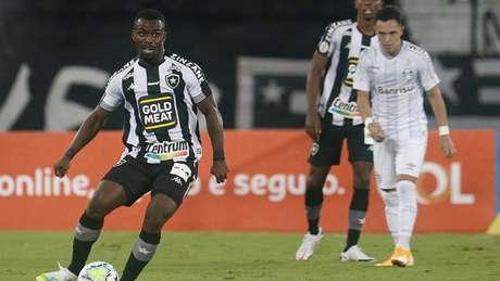 Kayque se destacou na reta final do Brasileirão quando recebeu oportunidades entre os profissionais (Foto: Vitor Silva/Botafogo)