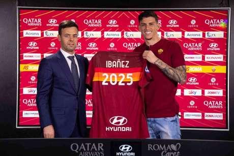 Ibañez renovou com a Roma (Foto: Divulgação/Roma)