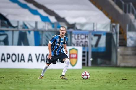 Meia tem contrato com o clube até 2024 (Lucas Uebel/Grêmio FBPA)