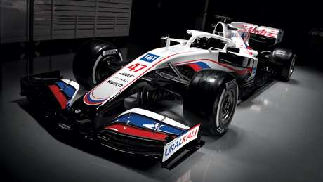 O VF-21 da Haas vem pintado nas cores da bandeira da Rússia para a temporada 2021
