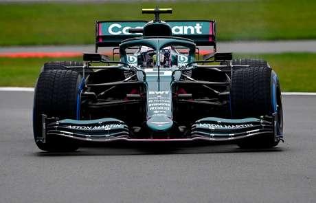 Sebastian Vettel a bordo do AMR21.