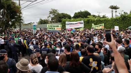 Em Brasília, pessoas fizeram protestos contra lockdown anunciado no final de fevereiro