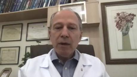 O cirurgião Antonio Nocchi Kalil, diretor médico da Santa Casa de Misericórdia de Porto Alegre, descreve o colapso como 'uma situação de guerra'