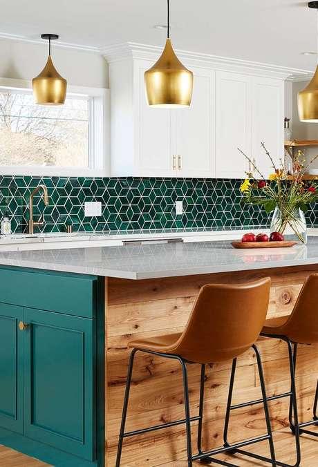 47. Cozinha verde com azulejo retro – Foto Back Splash