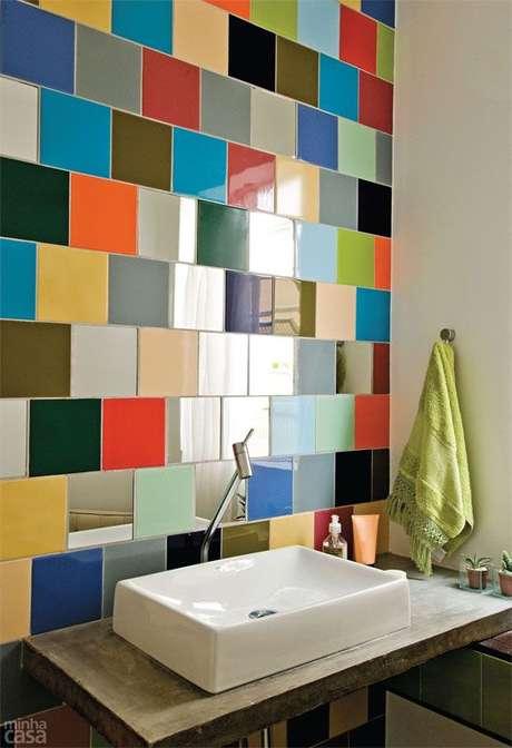 31. Banheiro com azulejo retro na cuba – Foto Casa Abril