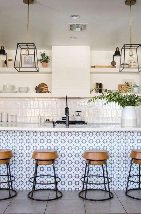 24. Azulejo retro na bancada da cozinha – Foto Designs Sponge