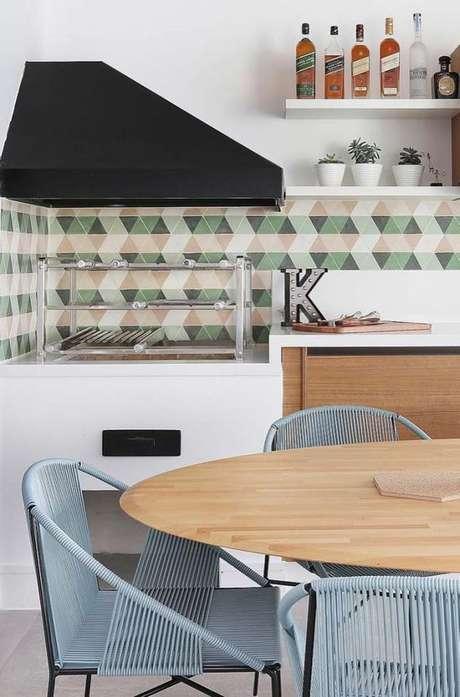 54. Área gourmet com azulejo retro verde e bege – Foto Arkpad