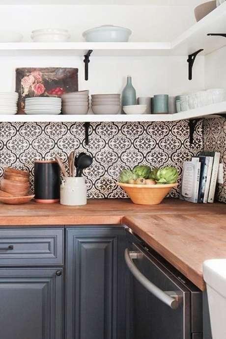 44. Cozinha com revestimento retrô – Foto PureWow