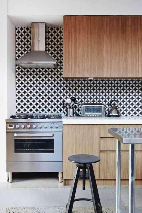 29. Azulejo retro preto e branco para cozinha – Foto Madelocal Markets
