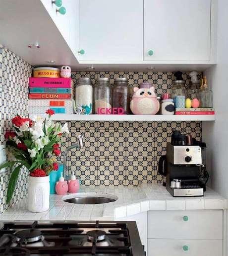 42. Cozinha com azulejo retro – Foto ICKFD