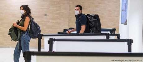 Passageiros de voos indiretos do Brasil e do Reino Unido terão que ficar 14 dias em quarentena