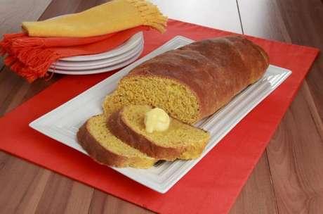 Guia da Cozinha - Receita de pão de cenoura, aveia e mel prática e deliciosa