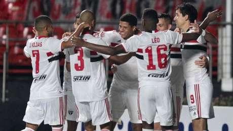 Gabriel Sara marcou um gol na goleada sobre o Santos (Foto: Rubens Chiri/saopaulofc)