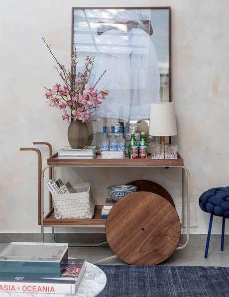 44. Aparador bar retro de madeira – Foto Living Gazette