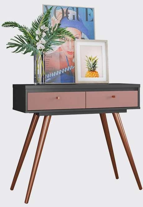 1. Aparador retro decorado com quadros e pés de palito – Foto Pinterest