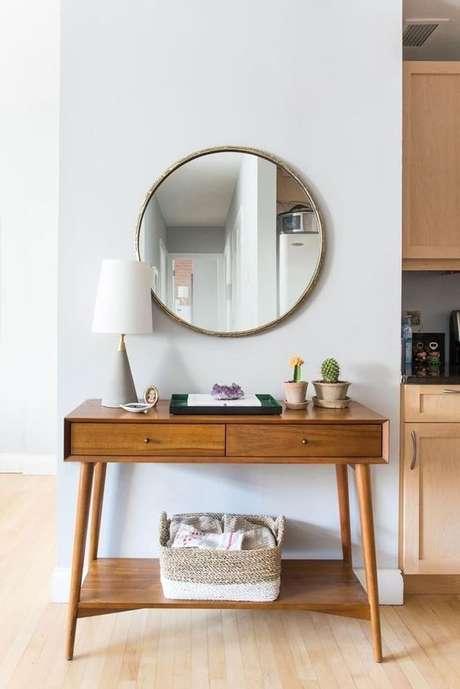 28. Aparador retro de madeira com espelho redondo – Foto Pinterest