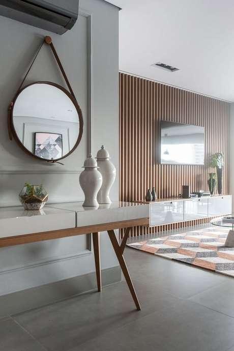 6. Aparador retro na sala moderna – Foto Gislaine Seccato