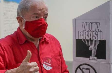 Lula supera Bolsonaro em potencial de voto para 2022, mostra pesquisa exclusiva