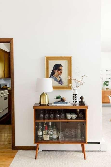 45. Aparador bar retro com porta de vidro – Foto Dream Green DIY