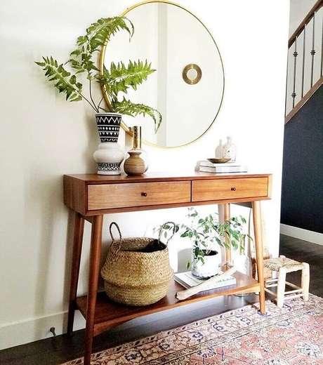 25. Aparador com gavetas retro de madeira – Foto Pinterest