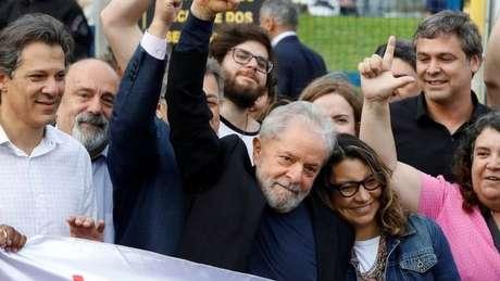 Bolsonaro e candidatos centristas devem ser afetados em caso de candidatura do petista em 2022