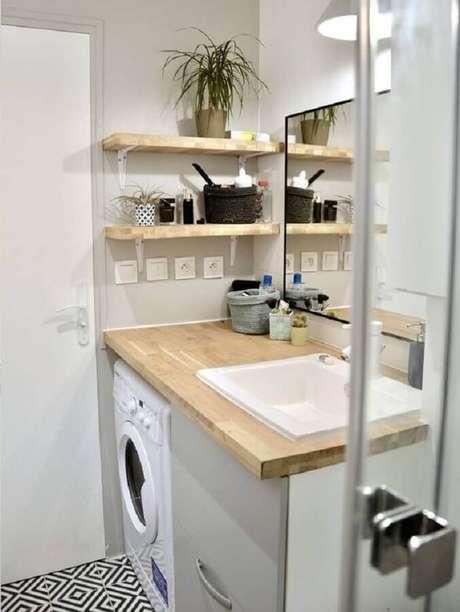 47. Decoração com prateleira para lavanderia pequena e simples. Foto: Côté Maison