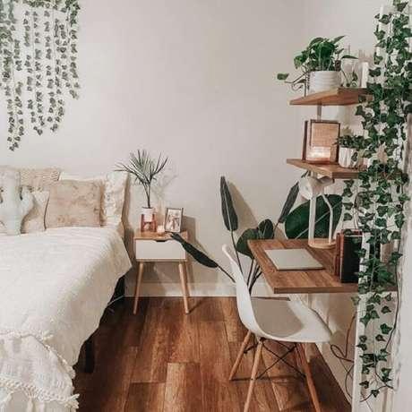 39. Mesa de cabeceira retrô feita em madeira com acabamento branco. Fonte: Pinterest